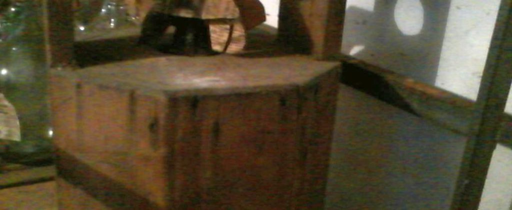 Sklenená fľaša drevený obal
