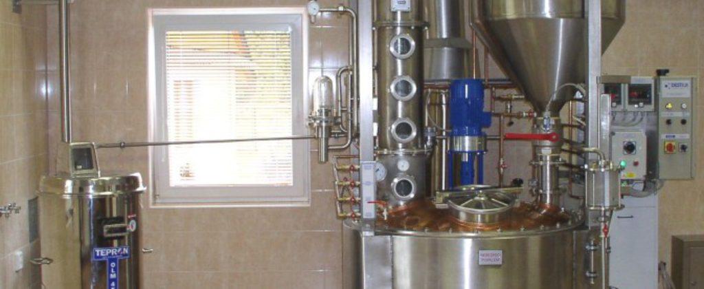 Destilačné zariadenie Destila v prevádzke.